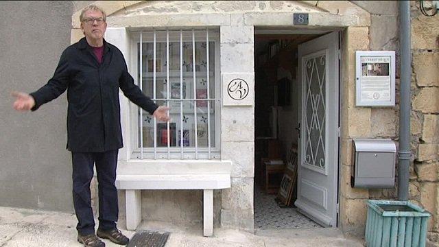 Dick Annegarn ouvre l'unique 'verbothèque' au monde, au pied des Pyrénées